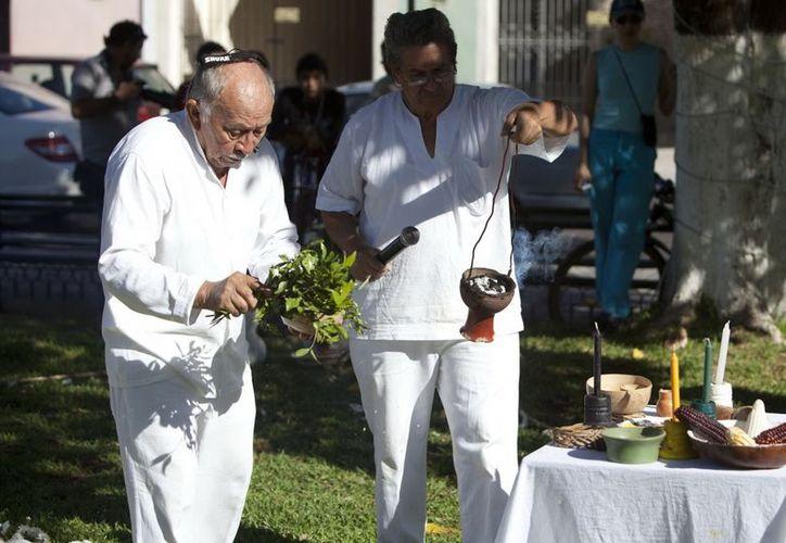 Estudios señalan que la mayoría de los médicos tradicionales de Yucatán son gente mayor que no tiene aprendices. (Notimex)
