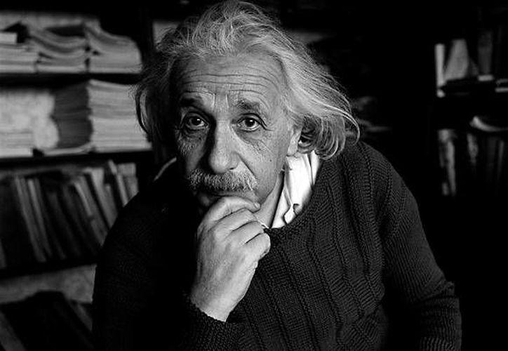 La popularidad le llegó a Einstein a pocos años de la presentación de su ecuación en el mundo académico. (identidadgeek.com)