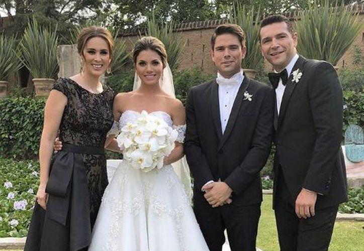 La actriz fue acompañada de su esposo Martin Fuentes y sus hijas. (Instagram)