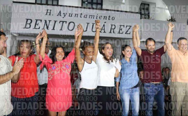La candidata estuvo en la explanada de la Plaza de la Reforma, ante un gran número de militantes y simpatizantes. (Israel Leal/SIPSE)