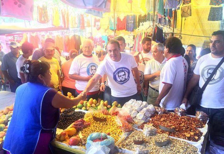 El alcalde electo de Cuernavaca, Morelos, Cuauhtémoc Blanco, aseguró que asumirá su cargo y demostrará a la clase política que un ciudadano puede gobernar y lo hará bien.(Twitter: @cuauhtemocb10)