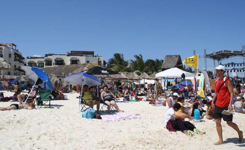 A pesar de el mal clima afectará el servicio los primeros día de vacaciones, hasta el momento ya se estabilizó, gracias a la fuerte presencia de turistas. (Alida Martínez/SIPSE)