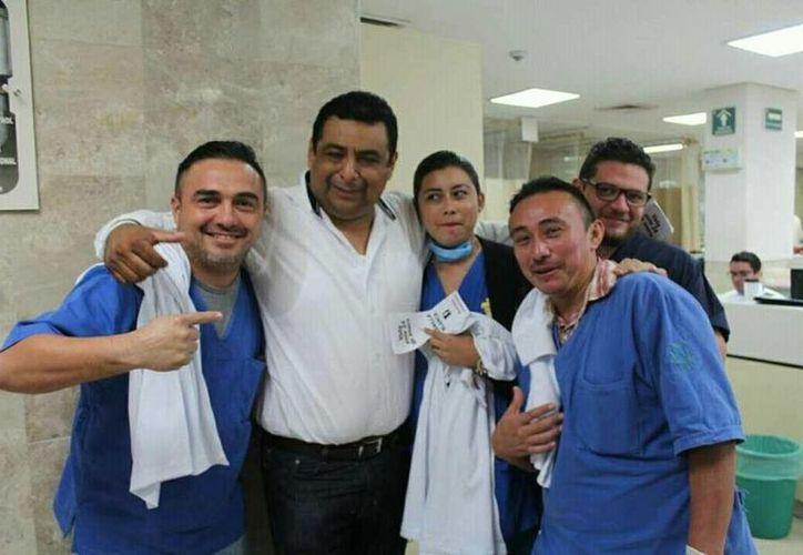 Los candidatos visitan hospitales y  Unidades Médicas Familiares del IMSS con el objetivo de obtener el voto de sus compañeros. (Cortesía)