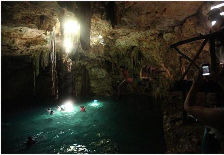 El cenote Bolonchojol (Nueve Hoyos de Ratón) es uno de los más bellos de Yucatán. (Sergio Grosjean/SIPSE)