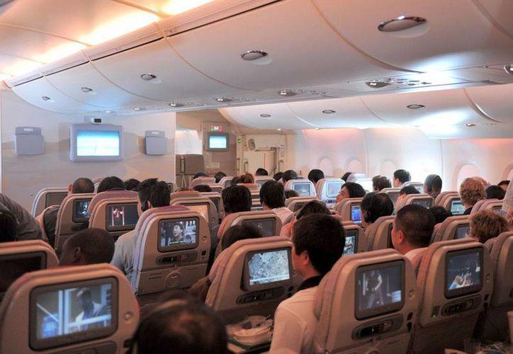 Emirates, la línea aérea en la que viajaba el pasajero que intentó sucidarse, no quiso dar mayores detalles del incidente. (Imagen de contexto/commons-wikimedia.org)