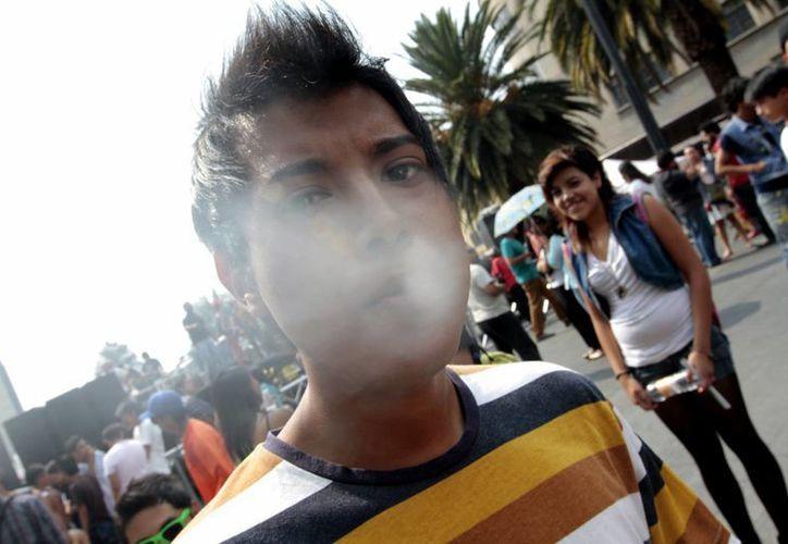 El consumo de tabaco es un reto para la salud pública. (Notimex)