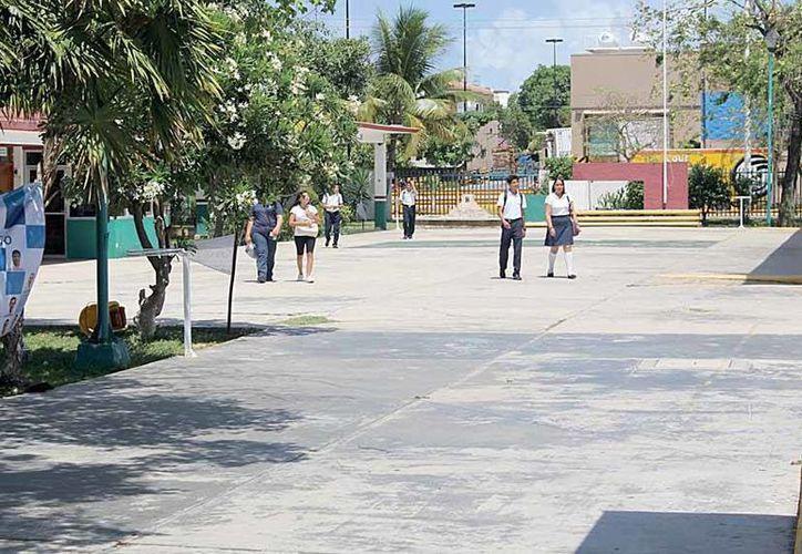 El Colegio Bachilleres tiene una matrícula de mil 216 estudiantes, divididos en 29 grupos y en dos turnos. (Luis Ballesteros/SIPSE)