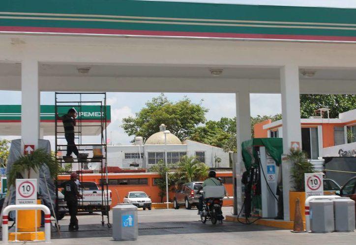 La gasolina Magna alcanzó hoy los 13.04 pesos. (Harold Alcocer/SIPSE)