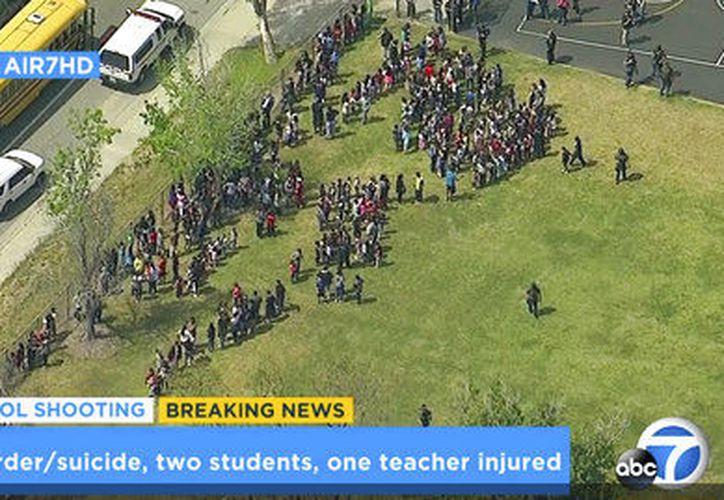 El hecho ocurrió en un salón de clases de la escuela Northpark y dos estudiantes fueron llevados al hospital. (AP)