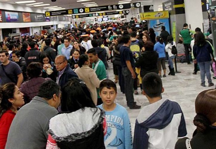 Una maleta con dos armas de fuego y cartuchos fue incautada este sábado en el Aeropuerto Internacional de la Ciudad de México. (Notimex/Foto de contexto)