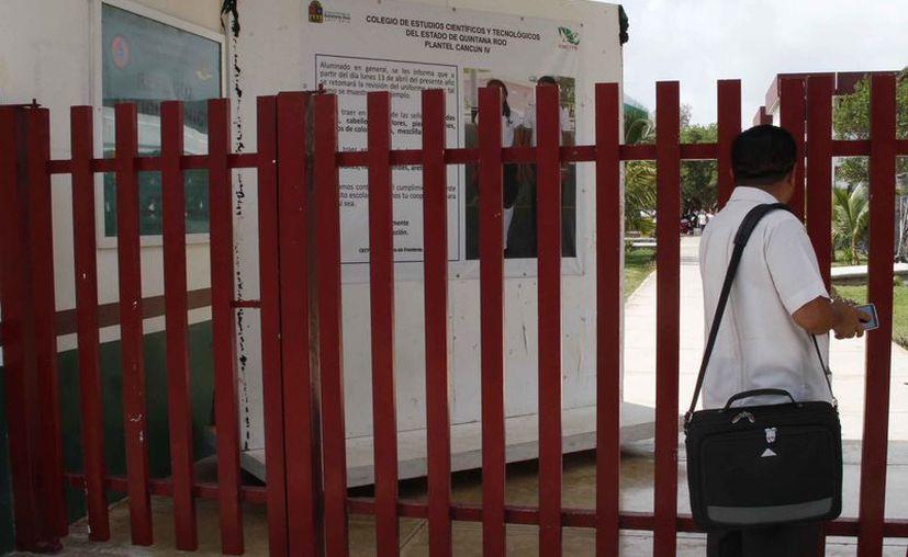 Verifican si las escuelas cumplen con las medidas para ser refugios en temporada de huracanes. (Luis Soto/SIPSE)