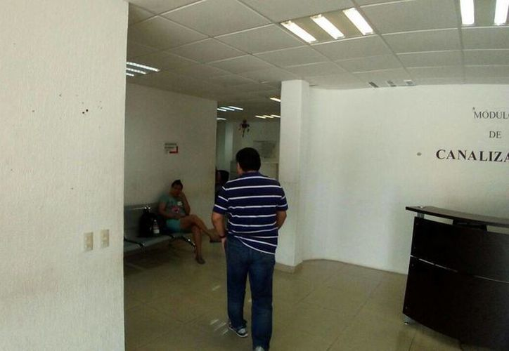 En las instalaciones del edificio todavía se respira temor entre el personal. (Redacción)