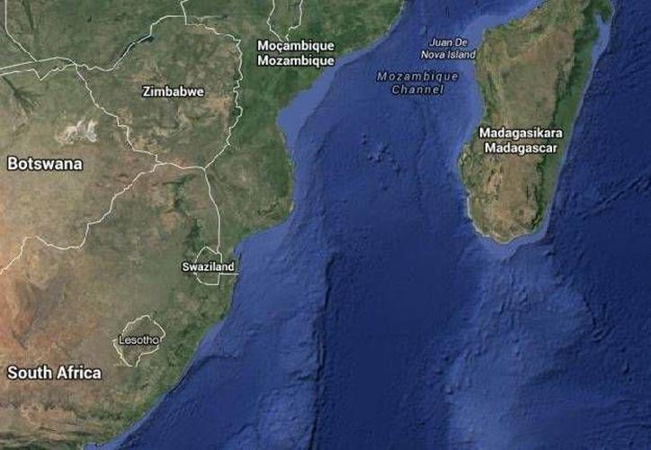 El ataque mortal contra un joven surfista de 13 años ocurrió en la costa de la Isla Reunión, en el Océano Índico. (Google Maps)
