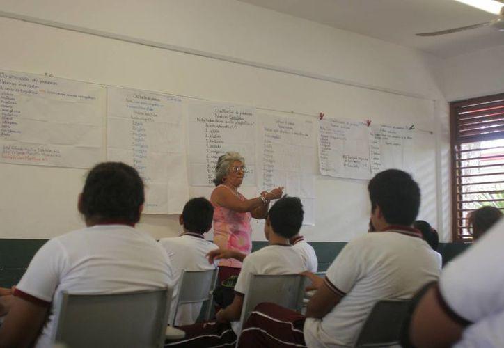 La SEyC ofrece plazas y horas para escuelas públicas del Estado. (Benjamín Pat/SIPSE)