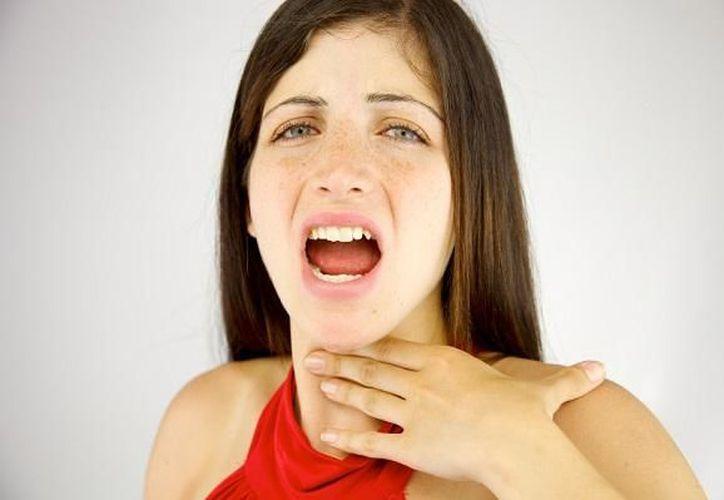 En las épocas de frío, aumentan los resfriados y con ellos muchas veces llegan los incómodos dolores de garganta. (Foto: Internet)