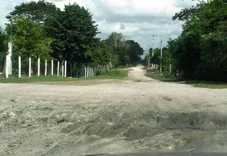 Las calles de Nicolás Bravo se encuentran en malas condiciones desde las lluvias del 2 de junio pasado. (Edgardo Rodríguez/SIPSE)