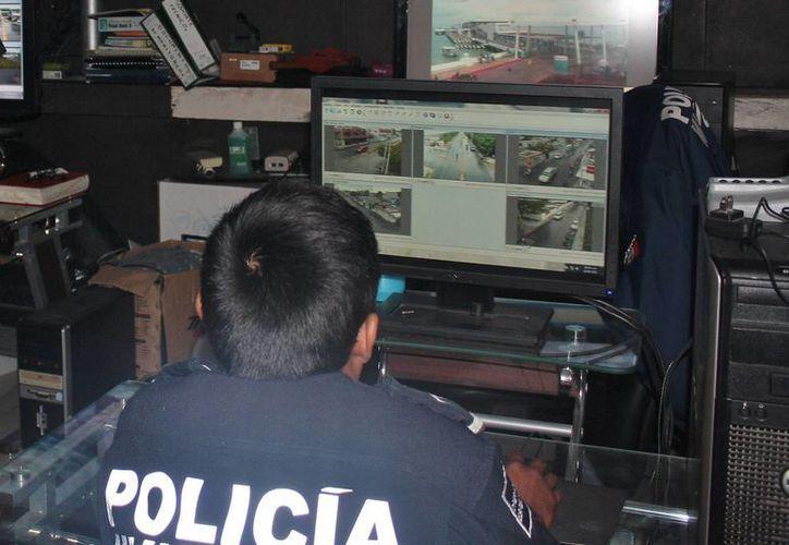 Las cámaras de videovigilancia podrían fusionarse con el C4, en Cozumel. (Gustavo Villegas/SIPSE)