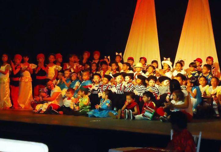 Los pequeños estudiantes  recibirán clases de yoga, teatro y música, entre otras actividades. (Redacción/SIPSE)