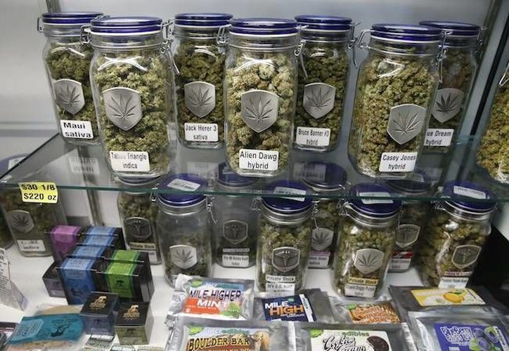 Imagen de una tienda de marihuana en Colorado, donde desde enero de 2014 se autorizó la venta de la yerba. (Archivo/AP/Brennan Linsley)