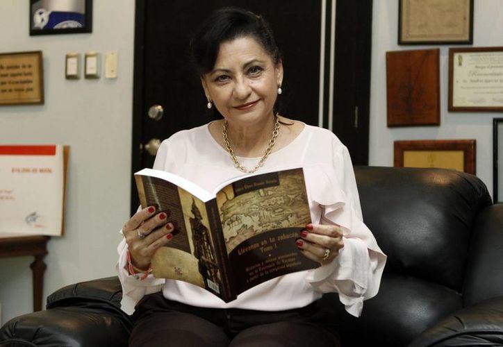 La escritora recabó la información del libro a lo largo de 8 años.(César González)
