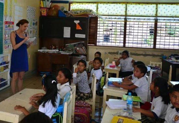 Los maestros de nuevo ingreso, que imparten clases de inglés en primarias, acudirán a una capacitación. (Redacción/SIPSE)