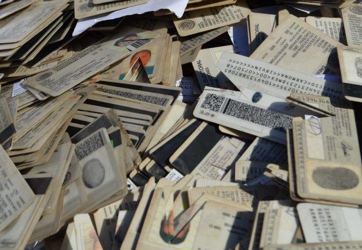 Las credenciales que fueron solicitadas en 2014 que no sean recogidas a más tardar el 29 febrero del año entrante serán destruidas. (Archivo/Notimex)