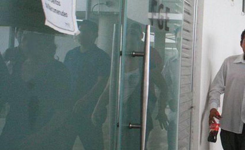 Amílcar, un joven de 20 años de edad, se entregó a las autoridades porque 'ya no podía con la culpa' -según le dijo al MP- de haber matado a su pareja sentimental: Erick, quien apareció muerto en un predio de la colonia Esperanza, en Mérida. (Jorge Sosa/SIPSE)