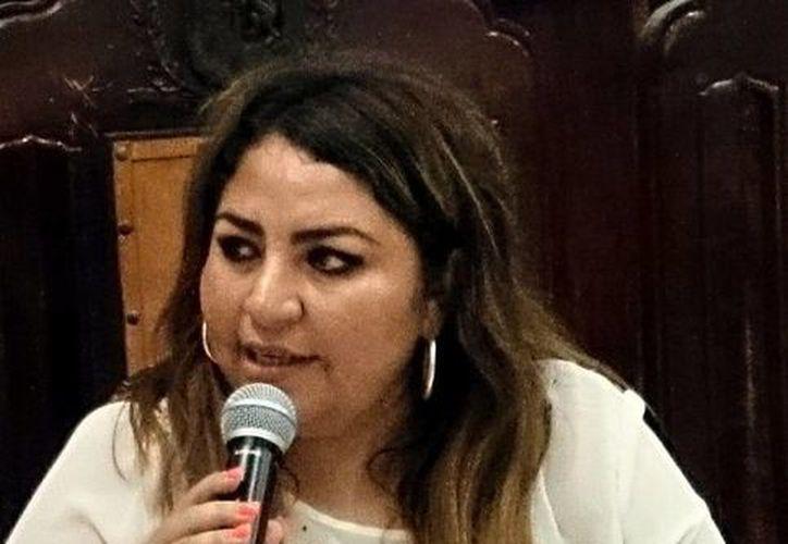 Al momento que la regidora priista Alejandra Cerón Grajales denunciaba los precios 'inflados', el alcalde y varios ediles panistas se ausentaron del salón del Cabildo. (SIPSE)