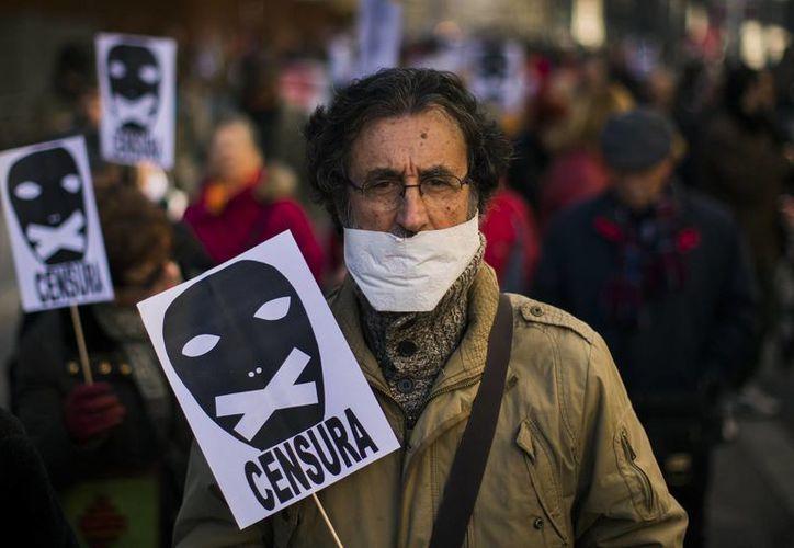 Activistas consideran que la llamada 'ley mordaza' es un intento del gobierno por callar las protestas. (AP)