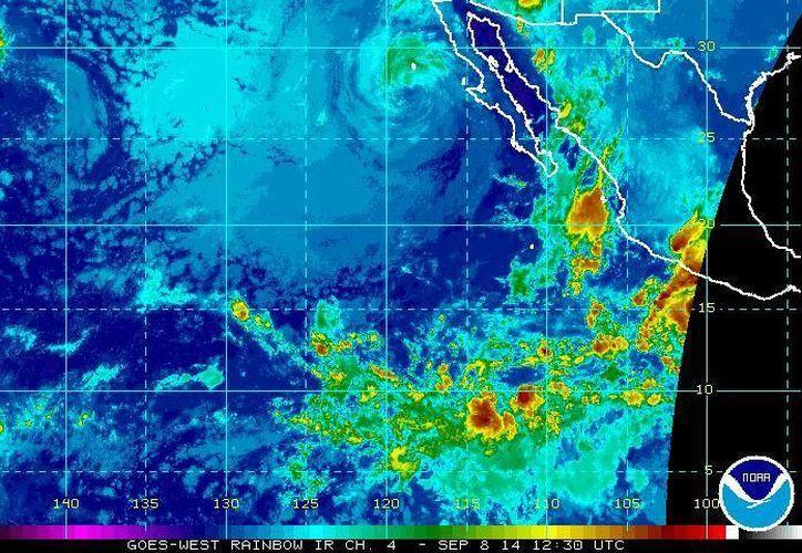 Mientras el huracán Norbert se debilita a la altura de Baja California Sur, la onda tropical número 27 afectará al país en las próximas horas. (ssd.noaa.gov)