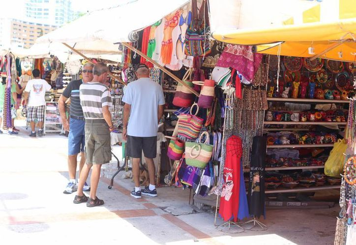 Piden a los turistas denuncien los abusos de los comercios. (Israel Leal/SIPSE)