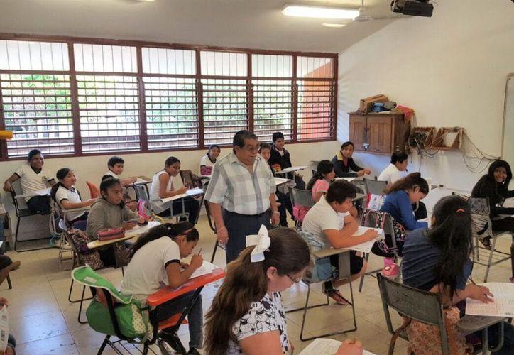 De acuerdo con datos de la Secretaría de Educación y Cultura, estos 435 mil alumnos que regresan a clases estudian en dos mil 479 escuelas entre públicas y privadas. (Redacción/SIPSE).