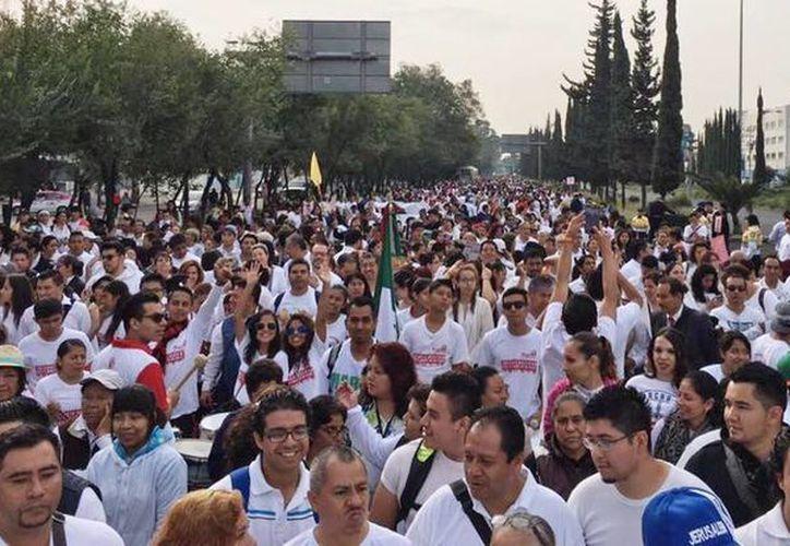 Los manifestantes caminaron desde Avenida Zaragoza hasta el Palacio Legislativo de San Lázaro. (Facebook Por La Vida y La Familia México)