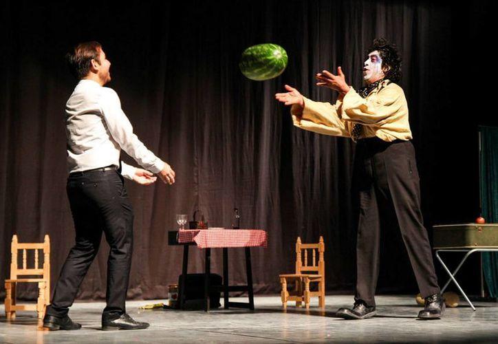 La obra tiene como personaje principal al payaso 'Zazá',para el cual, ¿Jugar o comer?, es el dilema. (Milenio Novedades)