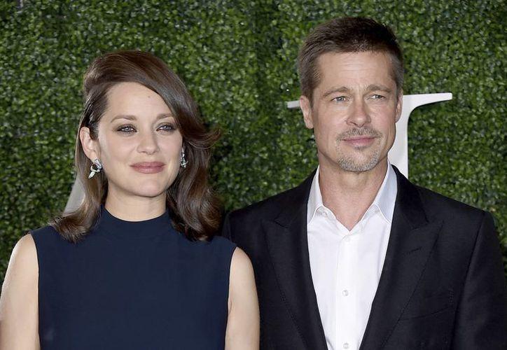 Marion Cotillard y Brad Pitt en la premiere de la nueva película, 'Allied', la cual se estrena en México en enero próximo. (AP)