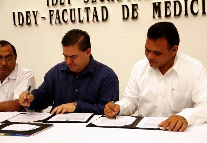 El gobernador Rolando Zapata estará este jueves en las instalaciones de la Canaco-Servytur de Mérida debido a un evento escolar. (SIPSE)