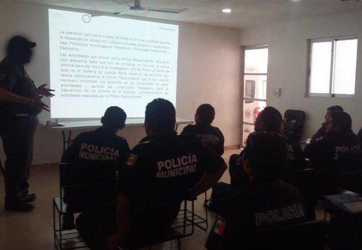 La PGR Yucatán realizó en Kanasín el Programa Anual 2017 del Ministerio Público Federal Itinerante. (Foto cortesía del Gobierno)