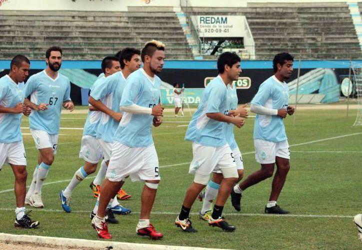 El canterano Henry Josué Martín hizo los goles para el CF Mérida a los minutos 15 y 20. (SIPSE/Archivo)