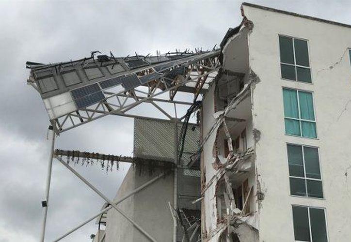El presunto culpable firmó los documentos de la seguridad del edificio que colapsó tras el sismo. (Foto: Hufftonpost)