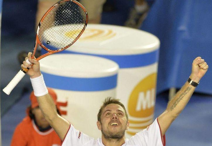 Stanislas Wawrinka aprovechó la lesión de Rafael Nadal para imponerse en la final del Abierto de Australia, en Melbourne. (EFE)
