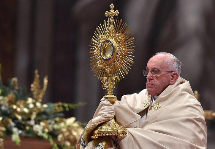 El Papa Francisco inició hoy el viaje apostólico internacional más largo de su pontificado, que se extenderá hasta el próximo 19 de enero y que incluirá etapas en Sri Lanka y Filipinas. Imagen del Pontífice en Ciudad del Vaticano. (EFE)