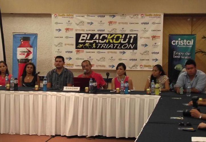 Los organizadores del evento durante la conferencia de prensa. (Raúl Caballero/SIPSE)