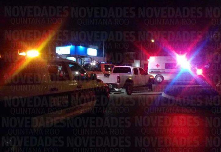 Tras el suceso elementos ministeriales acordonaron el área cerrando la circulación en la avenida. (Eric Galindo/SIPSE)