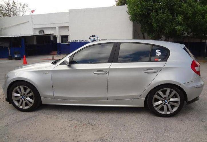 El automóvil, BMW, fue ubicado en la Supermanzana 24 en Cancún. (Redacción/SIPSE)