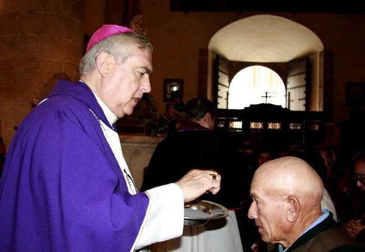 El rito de la imposición de la ceniza invita a creer en el Evangelio. (SIPSE)