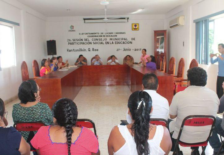 El Consejo Municipal de Participación Social de la Educación sesionó en el Ayuntamiento. (Gloria Poot/SIPSE)