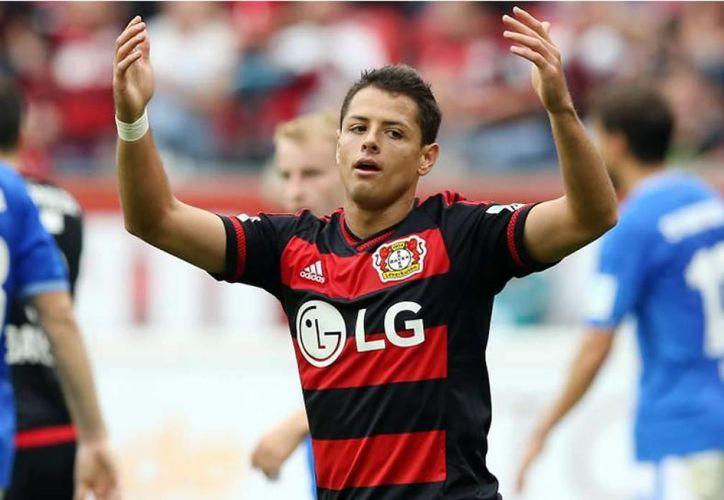 Javier Hernández arrastra una larga sequía goleadora con el Bayer Leverkusen y con la Selección Mexicana.(Archivo/AP)