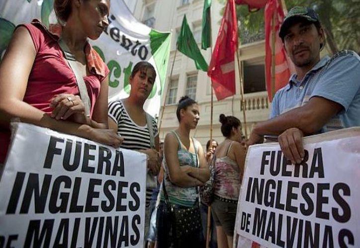 Piden a los los gobiernos de Argentina y Gran Bretaña reanudar las negociaciones. (Archivo/AP)