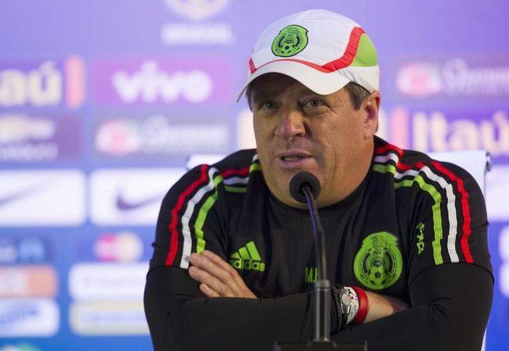 Miguel Herrera reconoció el buen partido de la selección chilena, además destacó la participación de sus jugadores. En la foto: Miguel Herrera en conferencia de prensa en la copa América. (AP)