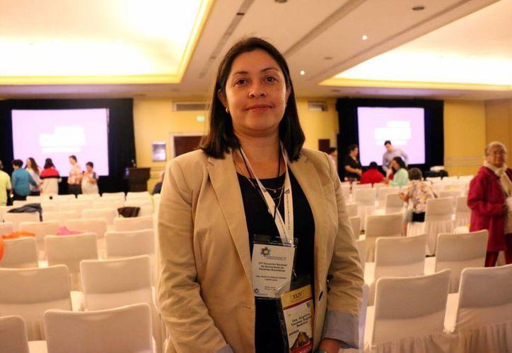 Angélica Angulo Ramírez, reumatóloga del Hraepy, aseguró que pacientes se dejan llevar por anuncios publicitarios que prometen solucionar el mal reumático. (Milenio Novedades)